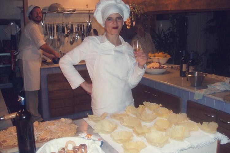 http://www.latorrettabandb.com/bb/wp-content/uploads/2015/11/Jennifer-in-cucina-750x500.jpg