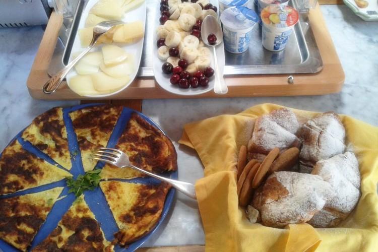 http://www.latorrettabandb.com/bb/wp-content/uploads/2015/11/breakfast-750x500.jpg