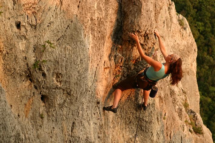 http://www.latorrettabandb.com/bb/wp-content/uploads/2015/11/kath_climbing.jpg