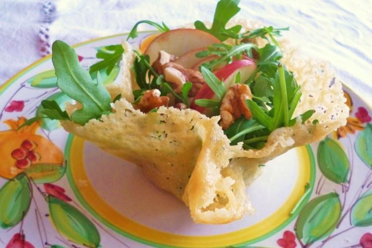 http://www.latorrettabandb.com/bb/wp-content/uploads/2015/11/parmesan-basket-with-salad-750x500.jpg