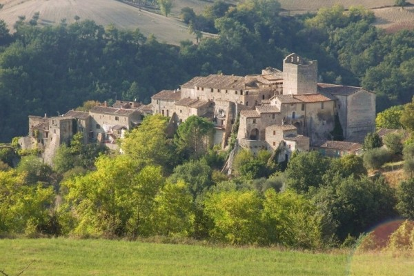 http://www.latorrettabandb.com/bb/wp-content/uploads/2015/12/Fianello-Village-in-Sabina1-600x400.jpg