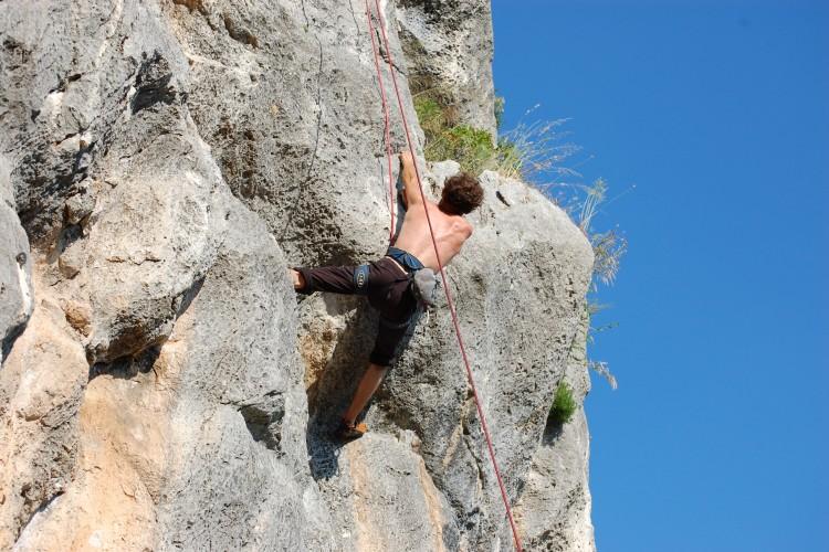 http://www.latorrettabandb.com/bb/wp-content/uploads/2015/12/climbing-roccantica-750x500.jpg