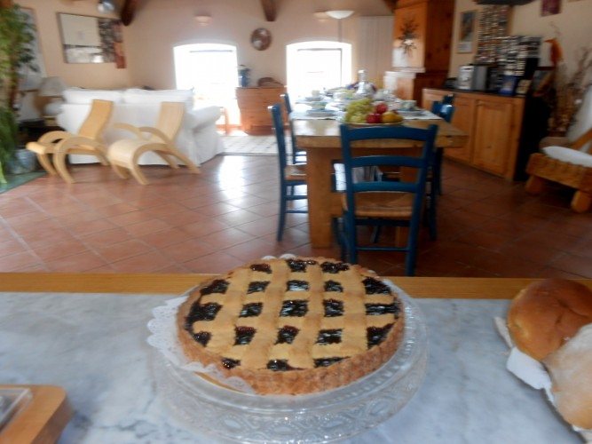 http://www.latorrettabandb.com/bb/wp-content/uploads/2016/01/homemade-crostata-667x500.jpg